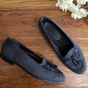 Pappagallo blue suede tassel loafers women's 7